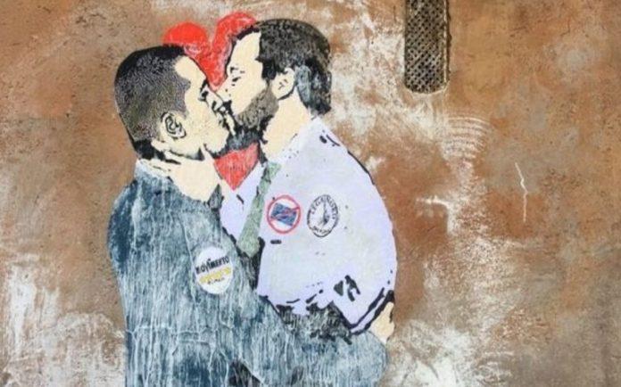 Bacio-tra-Salvini-e-Di-Maio